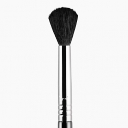 Pędzel do podkładu/ różu  - Sigma Beauty - F84 - Angled Kabuki™ Brush - chrome